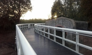 limerick_ul_riverbank_walkway_2_547wide